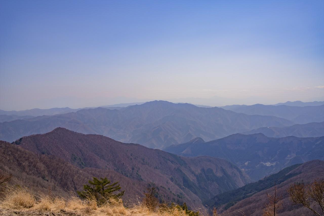 鷹ノ巣山から見た三頭山