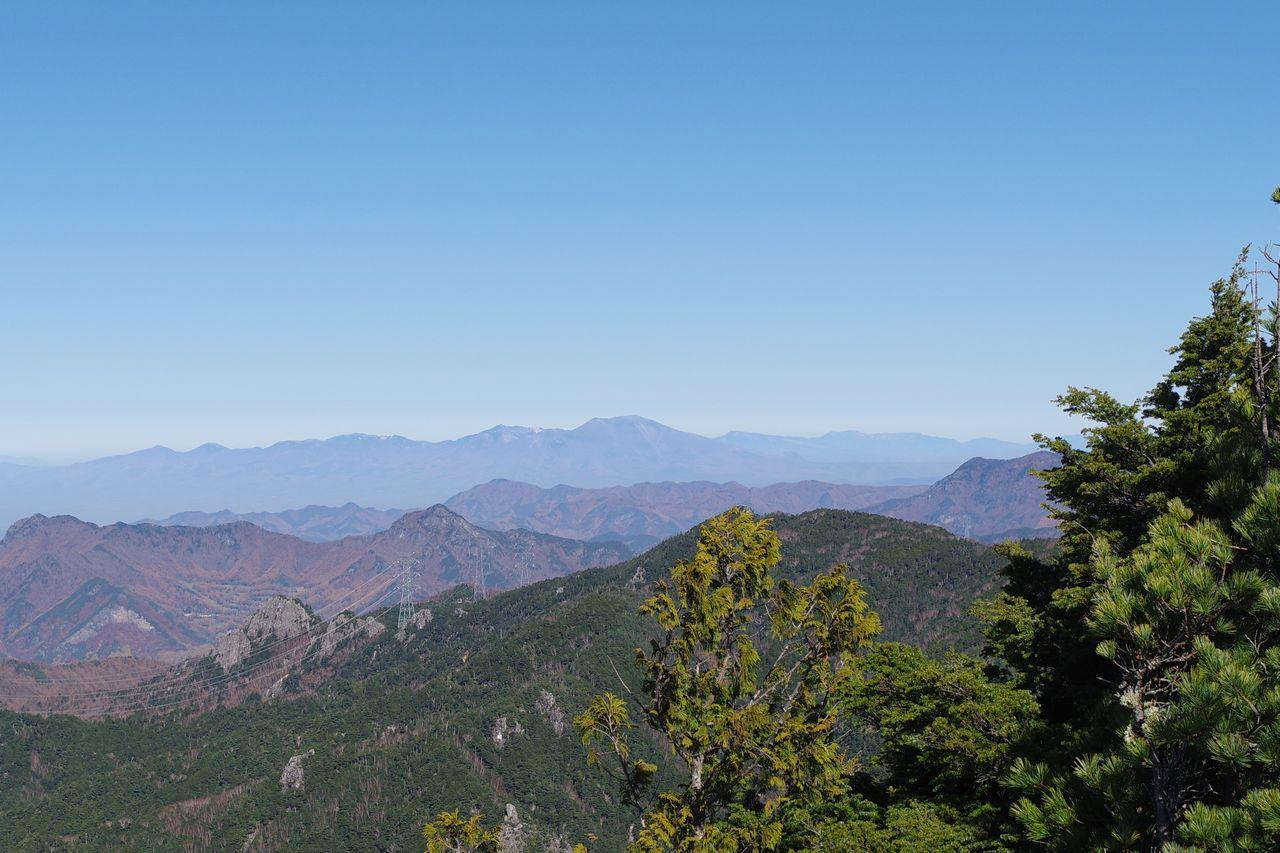 瑞牆山から見た浅間山