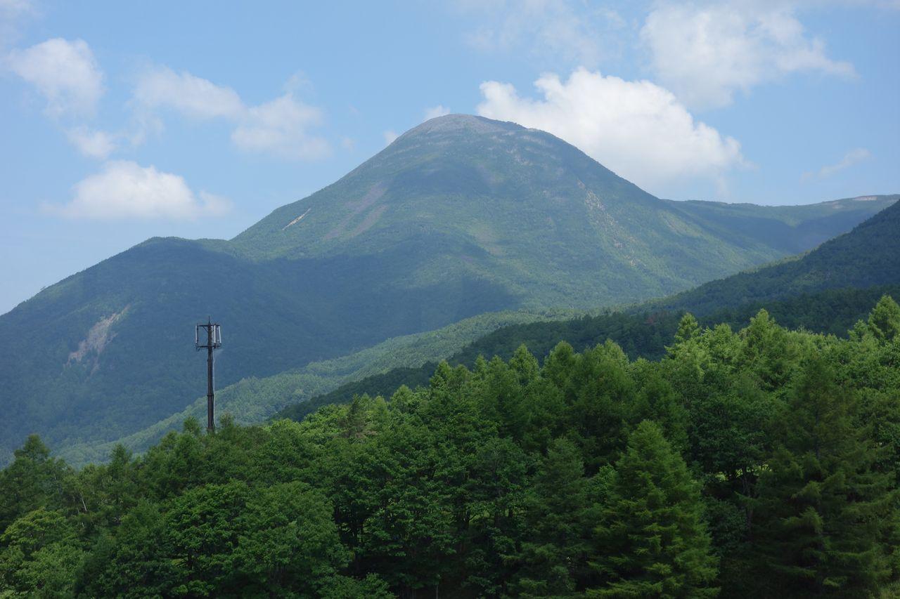 北八ヶ岳ロープウェイから見た蓼科山