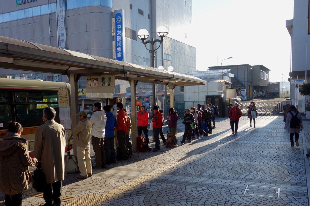 秦野駅前のバス停