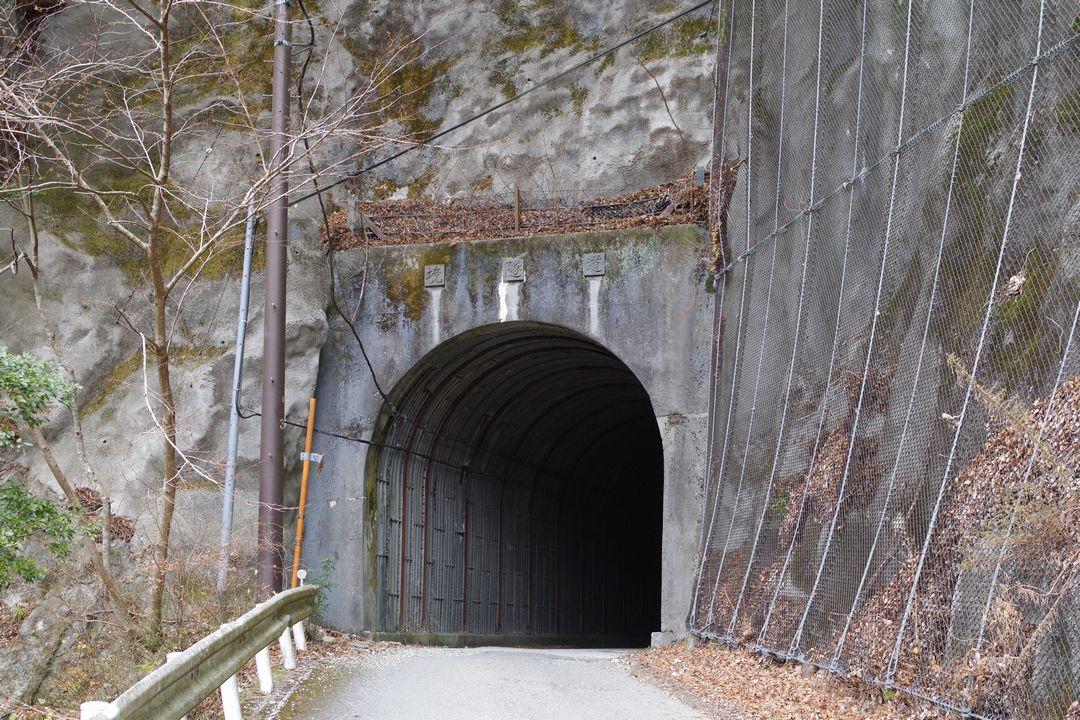 玄倉林道の境隧道