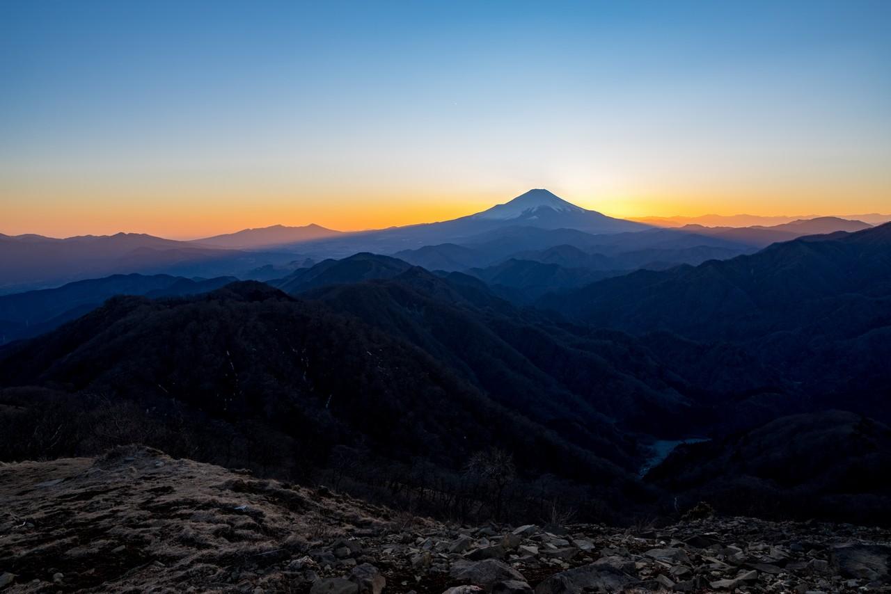 日没後の塔ノ岳山頂から見た富士山