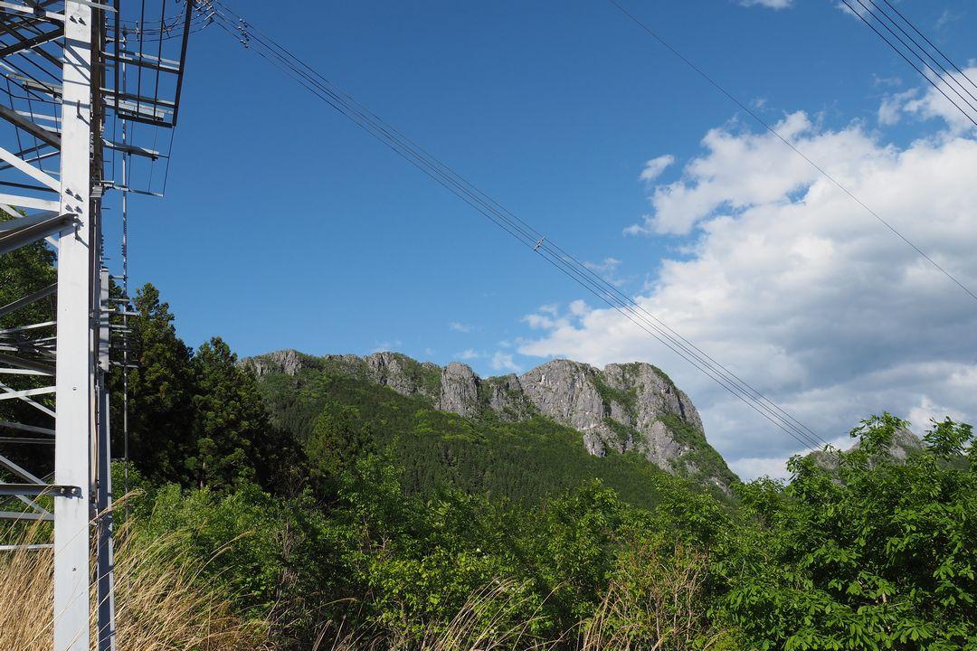 送電鉄塔から見た二子山
