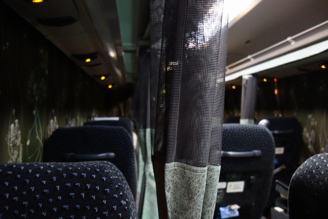 金沢行き夜行バスの車内