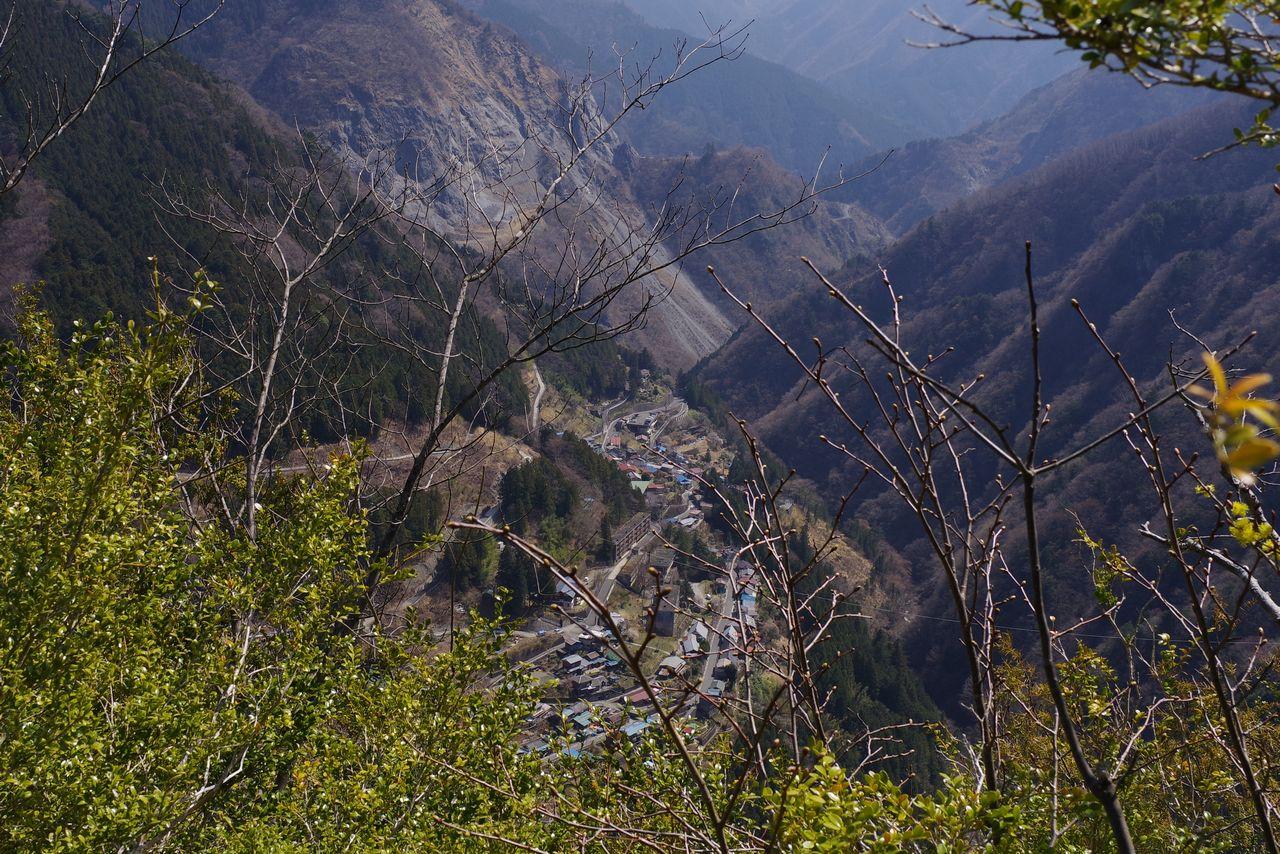 稲村岩頂上から見た日原集落