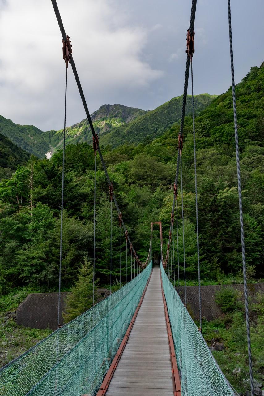 広河原の吊り橋と北岳