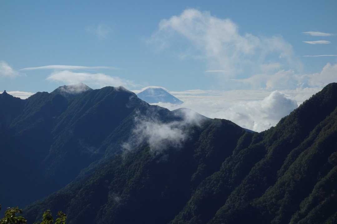仙水峠付近から見た富士山