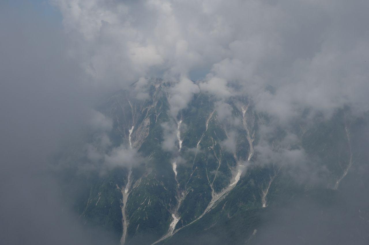 穂先から見た笠ヶ岳