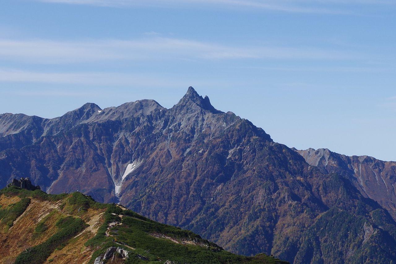 燕山荘の裏手から見た槍ヶ岳