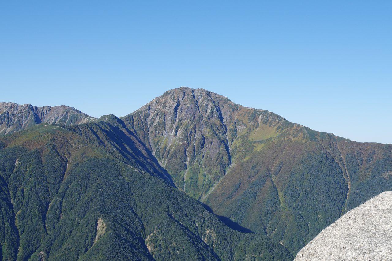 鳳凰山 薬師岳山頂から見た北岳