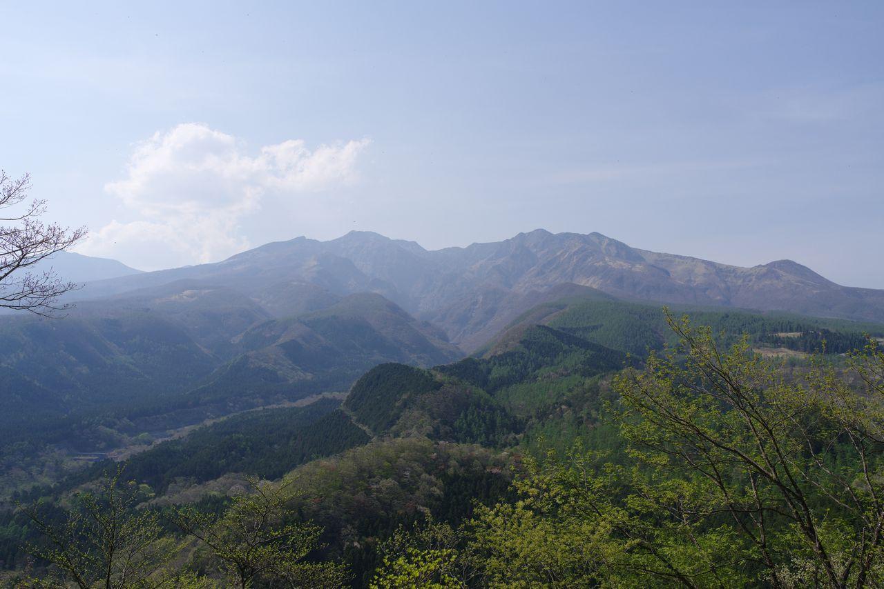 外山から見た女峰山