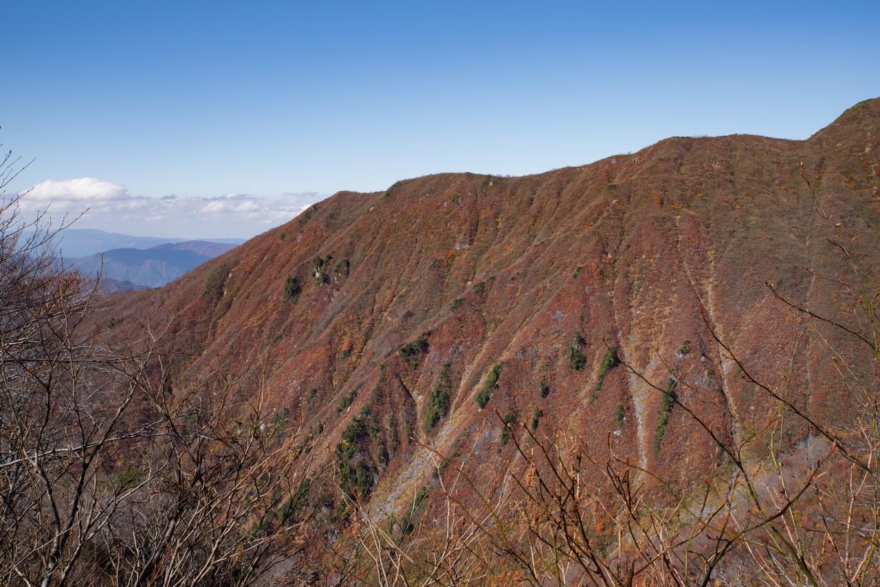 巻機山6合目から見た黒岩峰