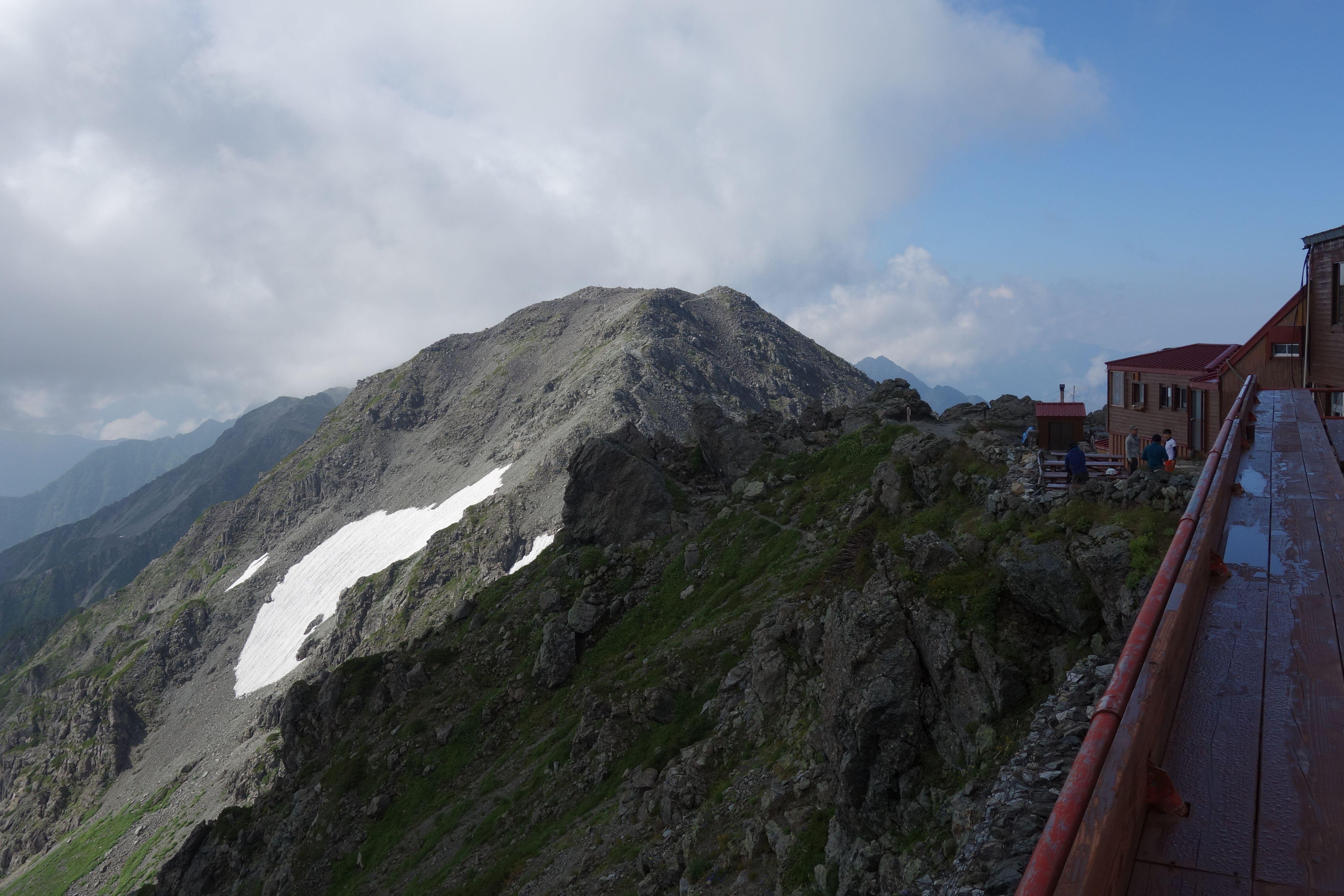 槍ヶ岳山荘前から見た大喰岳
