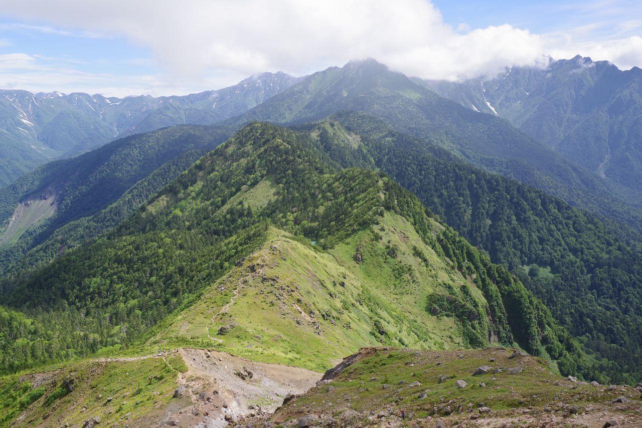 焼岳から見た北アルプス中心部方向の光景