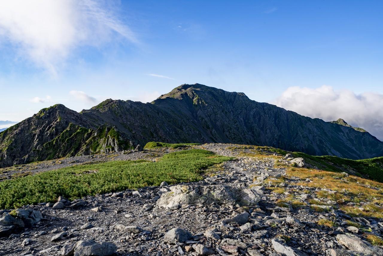 中白峰山から見た間ノ岳