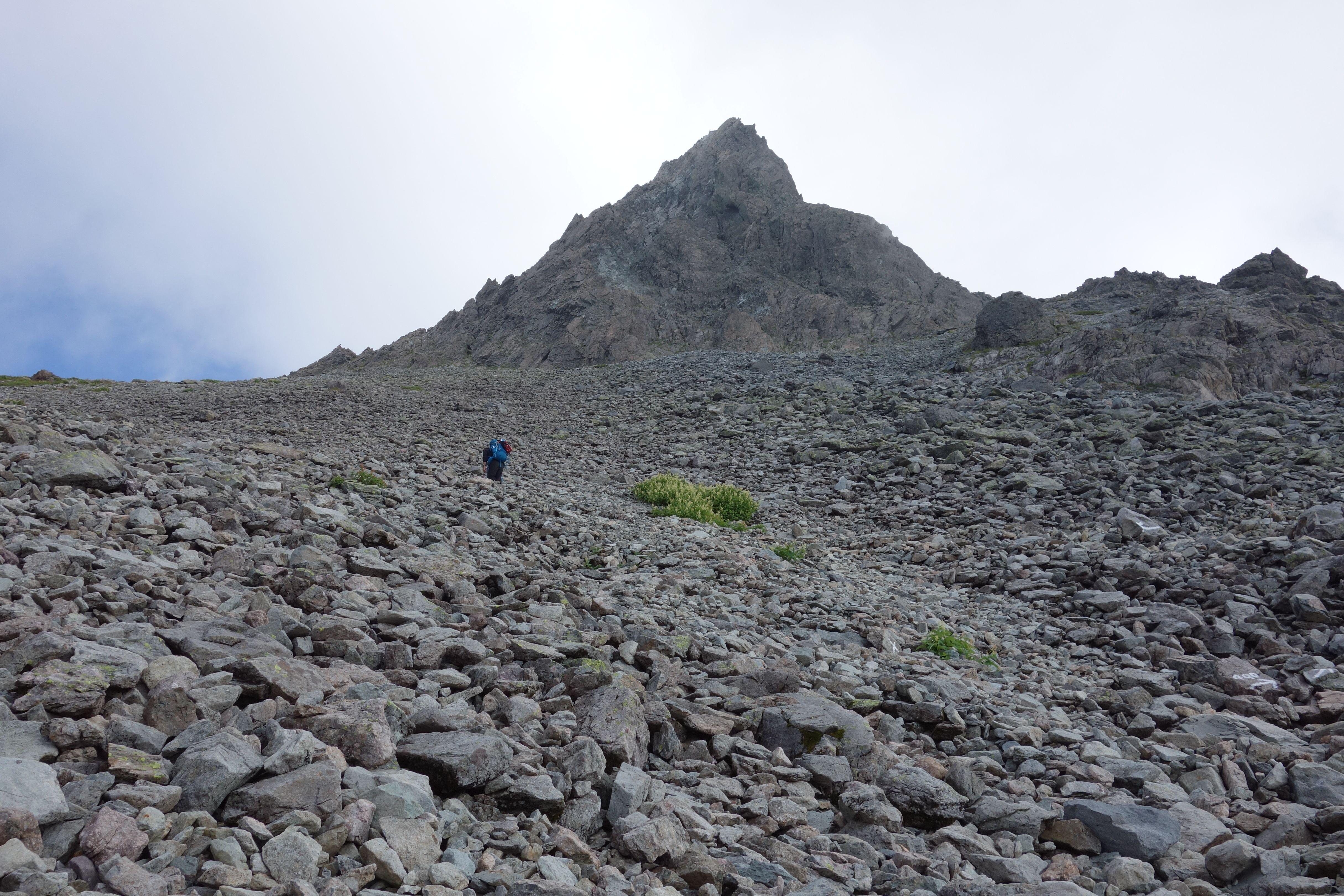 槍ヶ岳山荘直下の登り