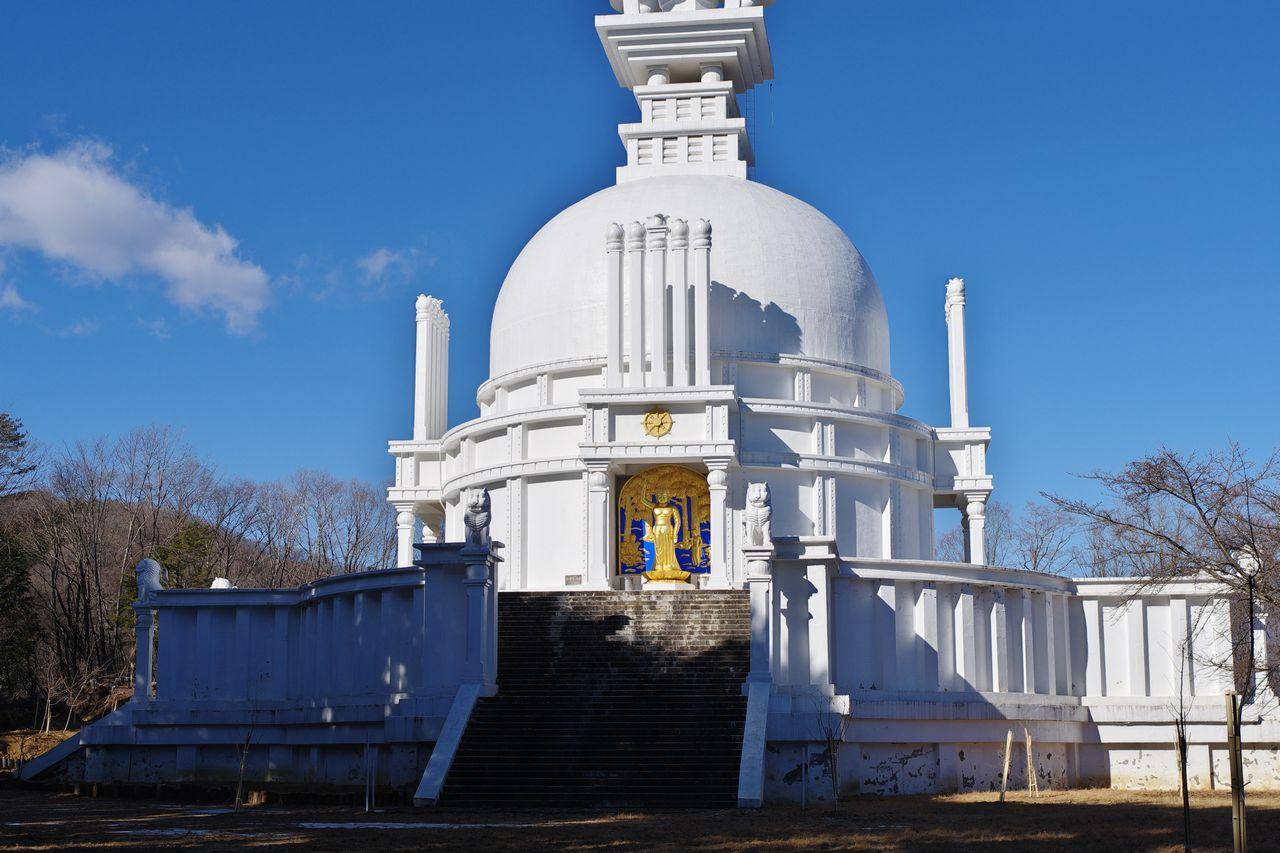 大寺山山頂の仏舎利塔