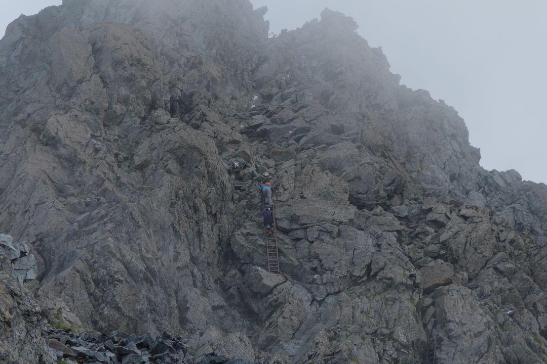 槍ヶ岳の肩から見た穂先