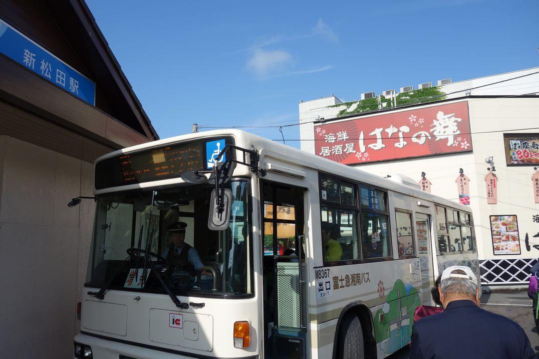 新松田駅前に停車する西丹沢行きのバス