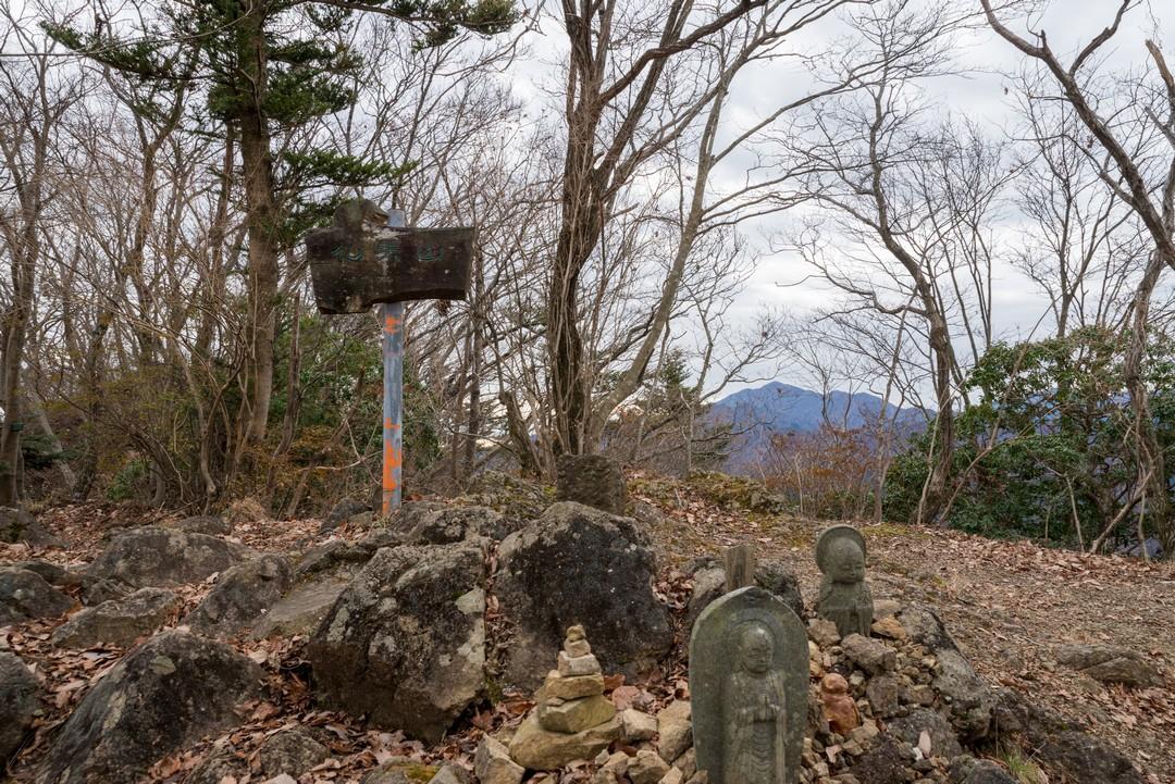 仏果山の山頂標識