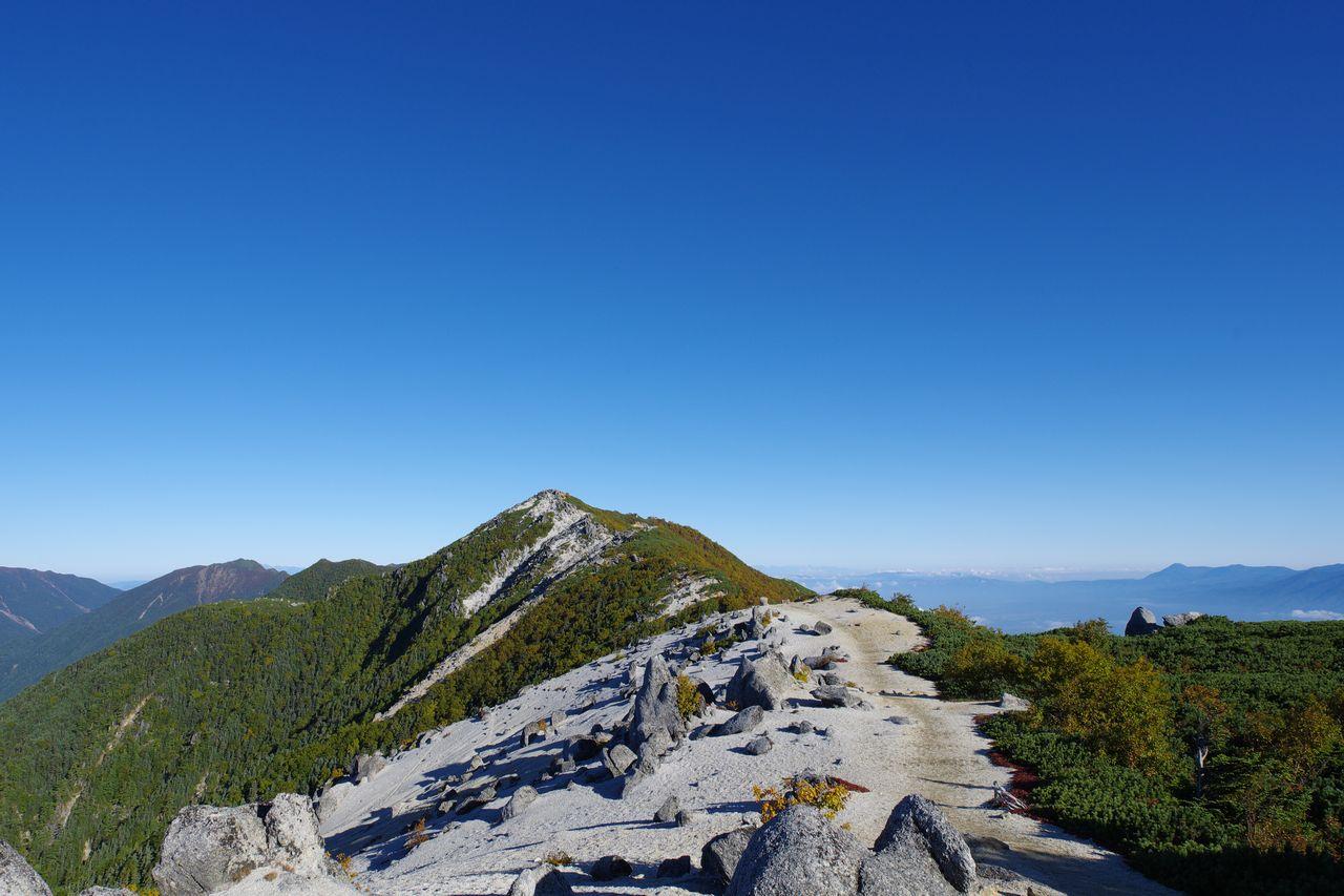 鳳凰山 薬師岳山頂から見た観音岳