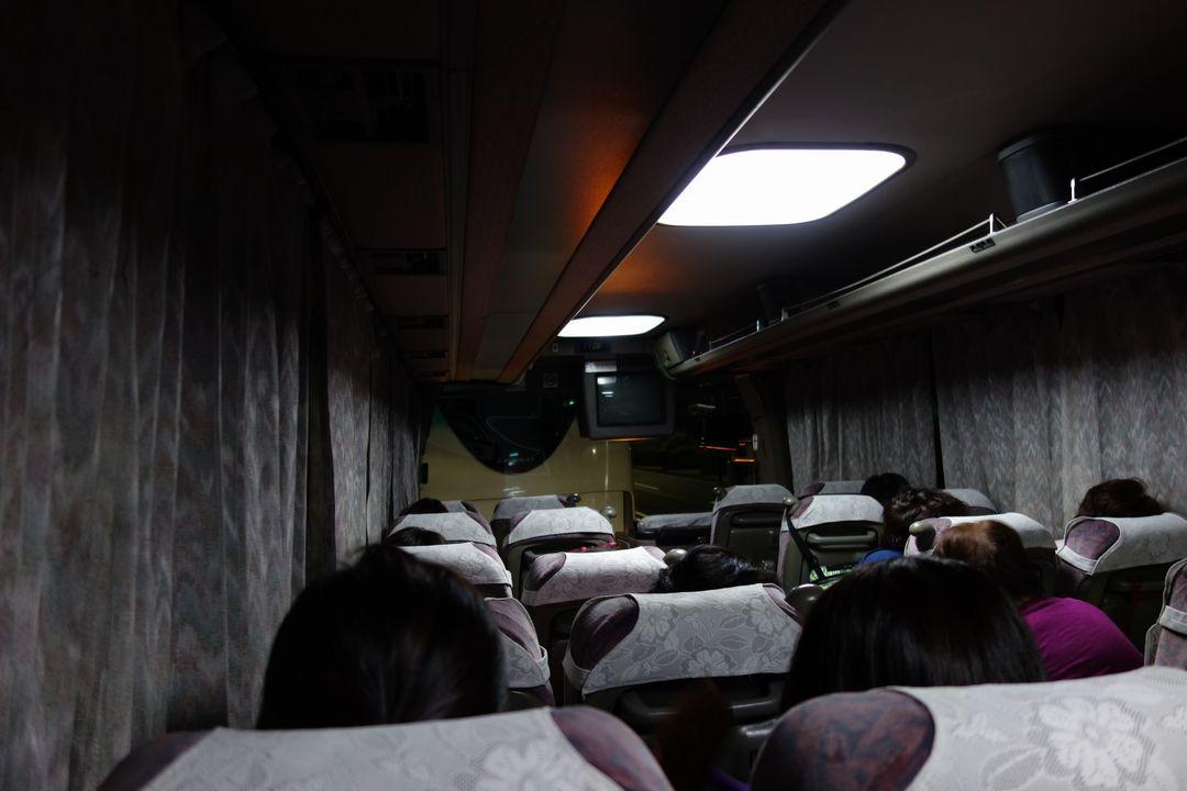中房温泉行きバスの車内