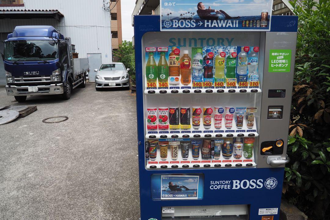 路上の自動販売機