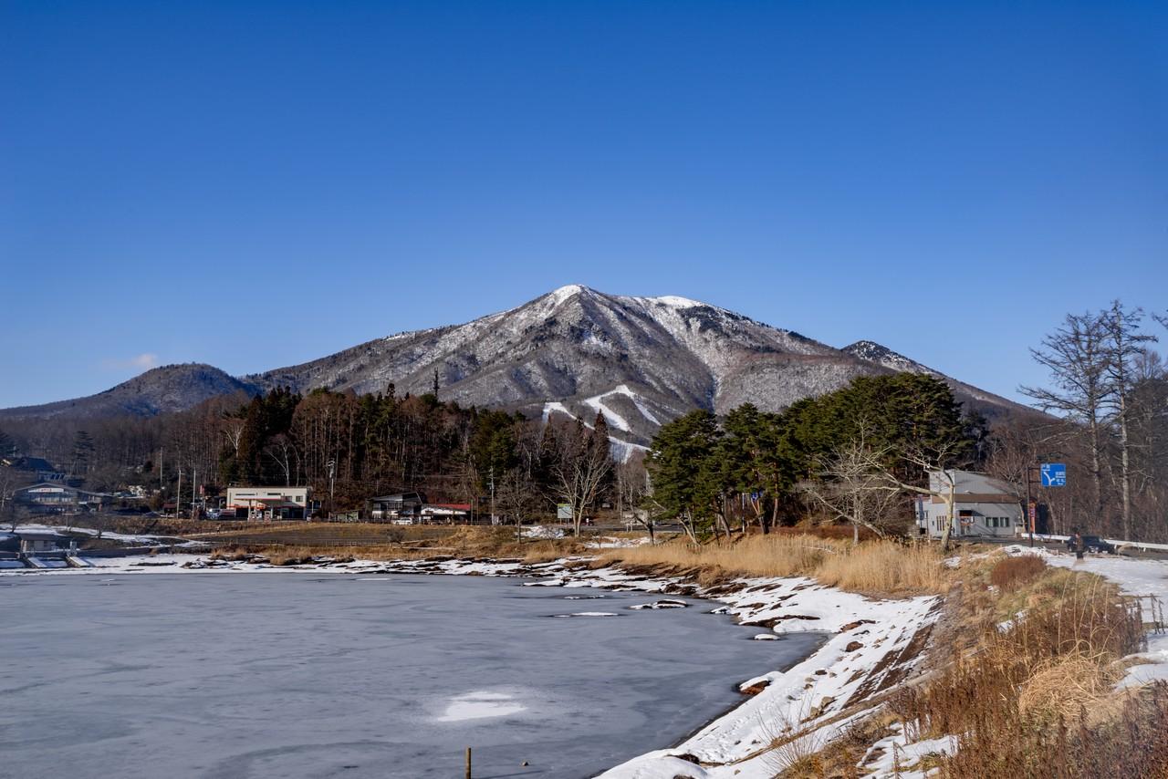 大座法師池から見た飯縄山
