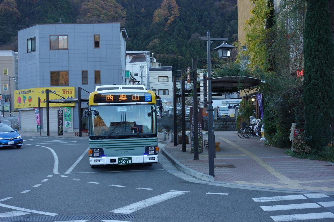 西奥山行きのバス