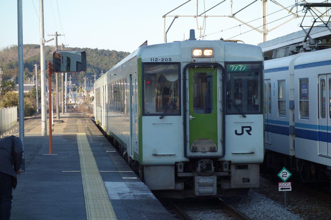 越生駅に入線する八高線