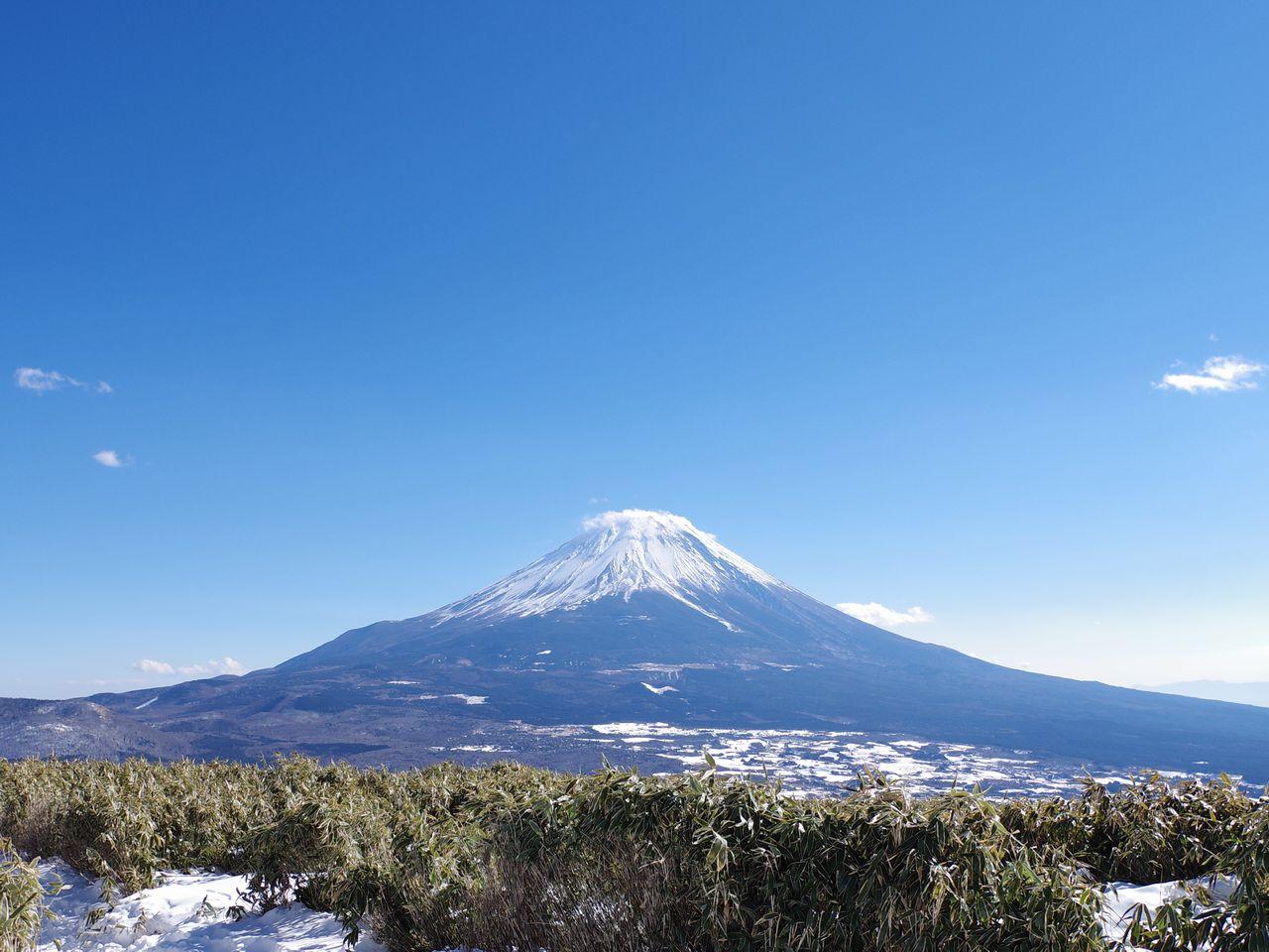 竜ヶ岳山頂から見た富士山