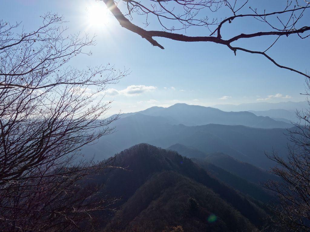 惣岳山から見た三頭山