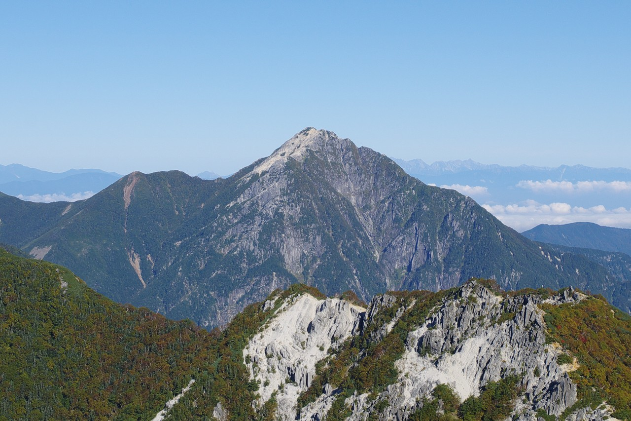 薬師岳付近から見た甲斐駒ヶ岳