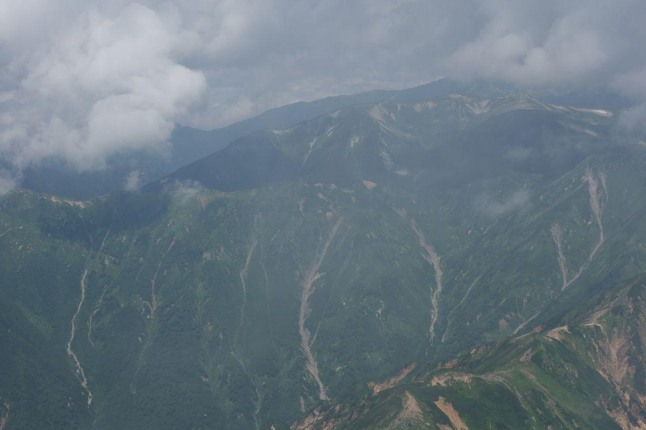 穂先から見た双六岳