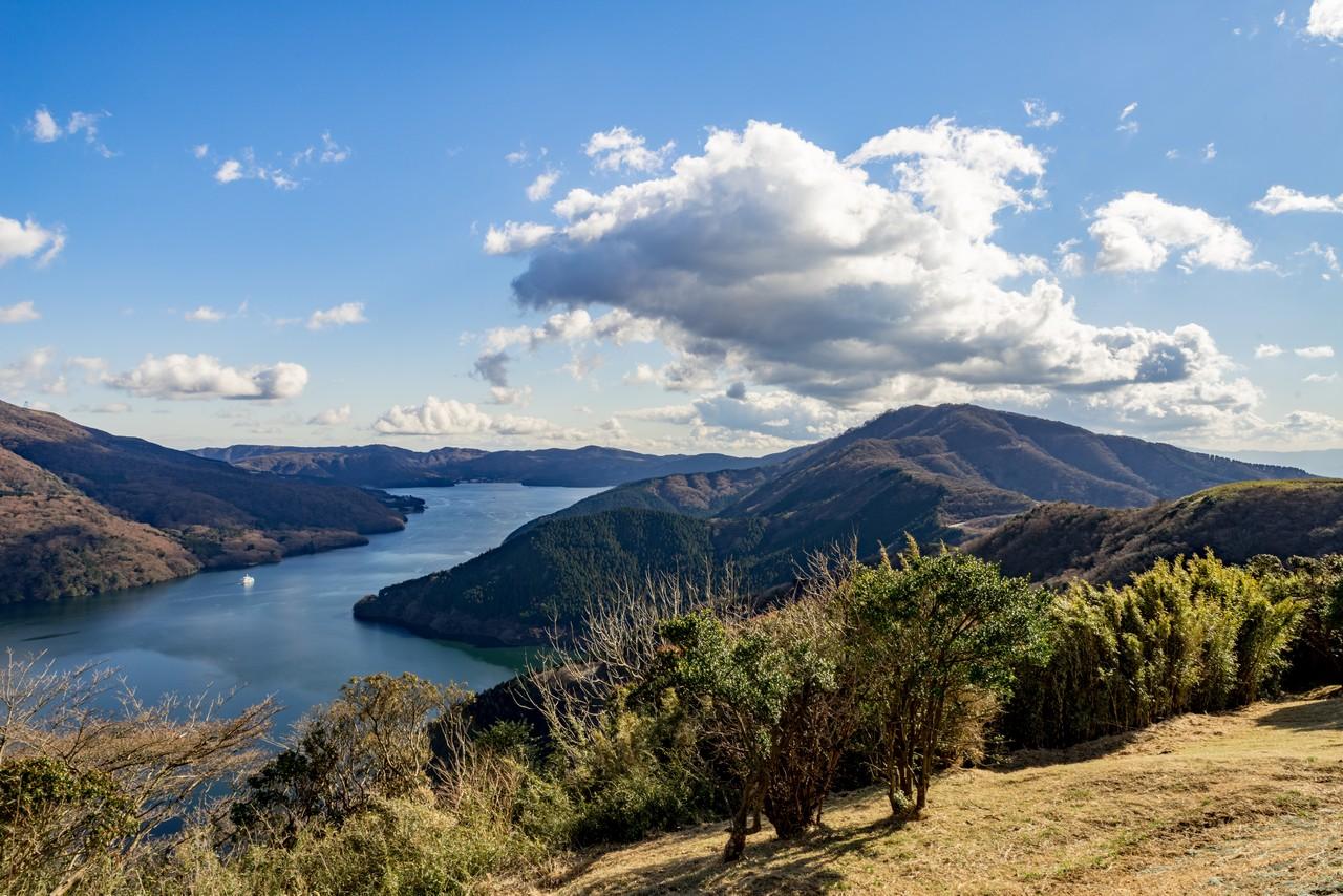 芦ノ湖展望公園から見た三国山