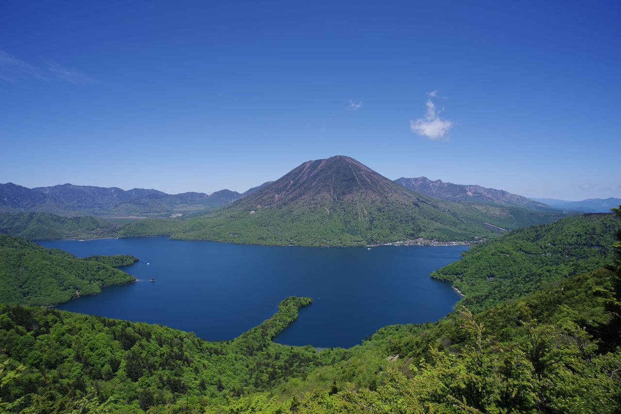 半月山の展望台から見た中禅寺湖と男体山