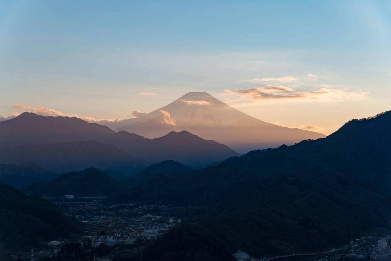 岩殿山から見た黄昏時の富士山