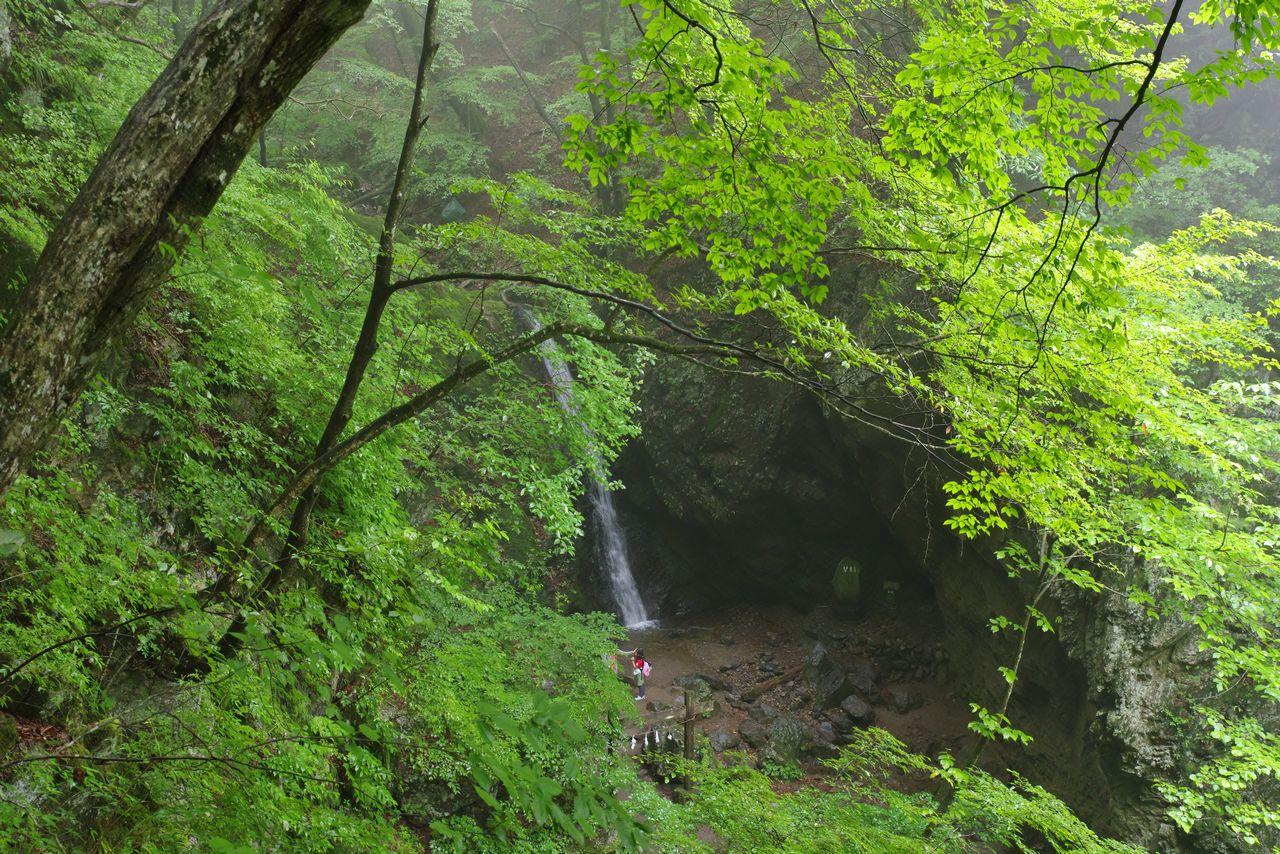 ロックガーデン 綾広の滝