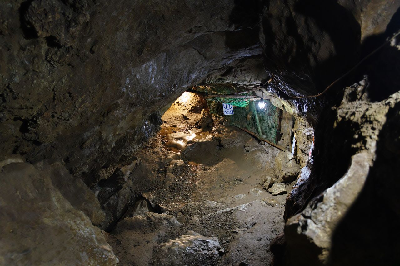 大岳鍾乳洞内の広場