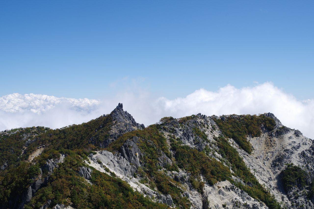 鳳凰山 高峰から見た地蔵岳と赤抜沢ノ頭