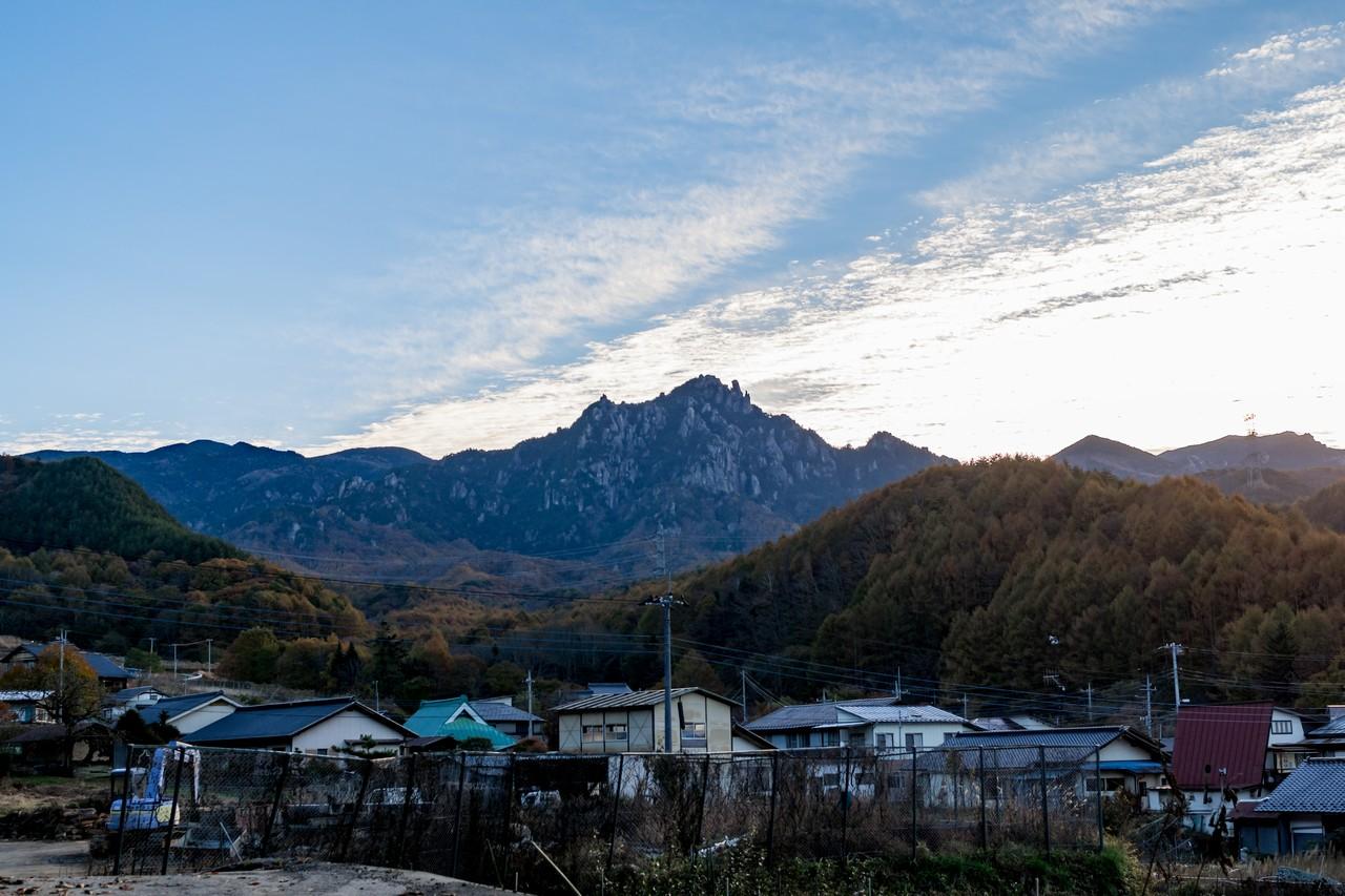 益富温泉付近から見た瑞牆山