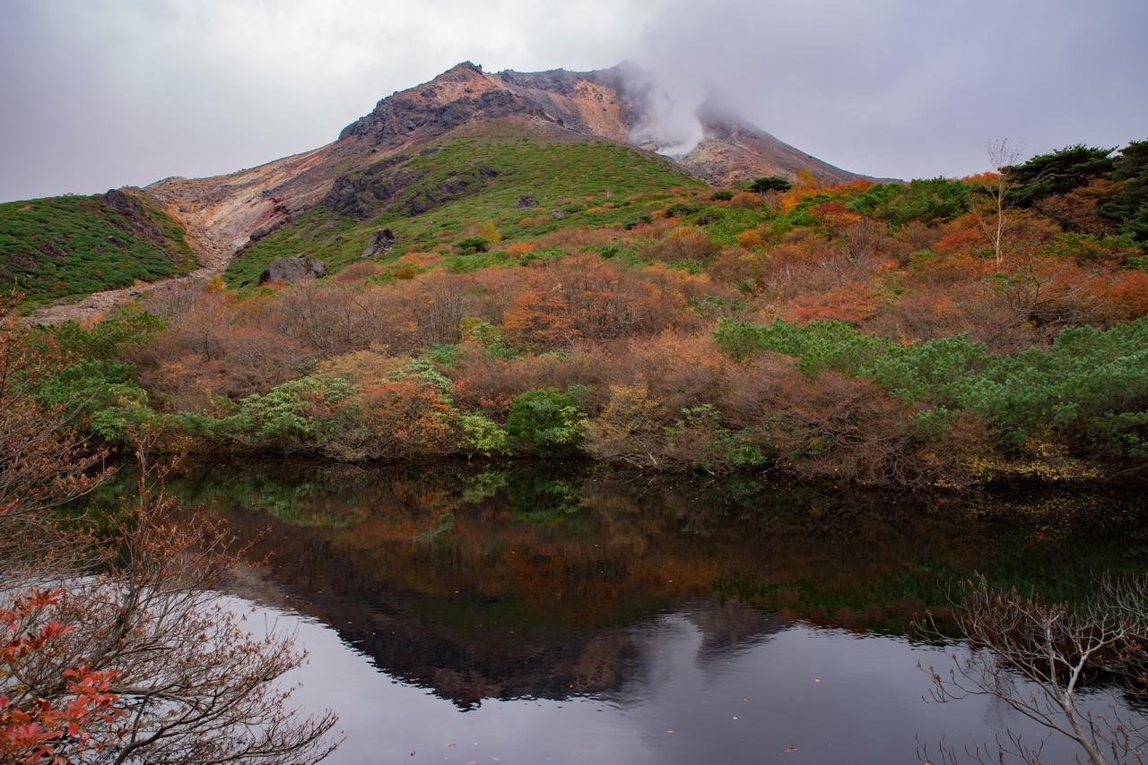 姥ヶ平のひょうたん池から見た茶臼岳