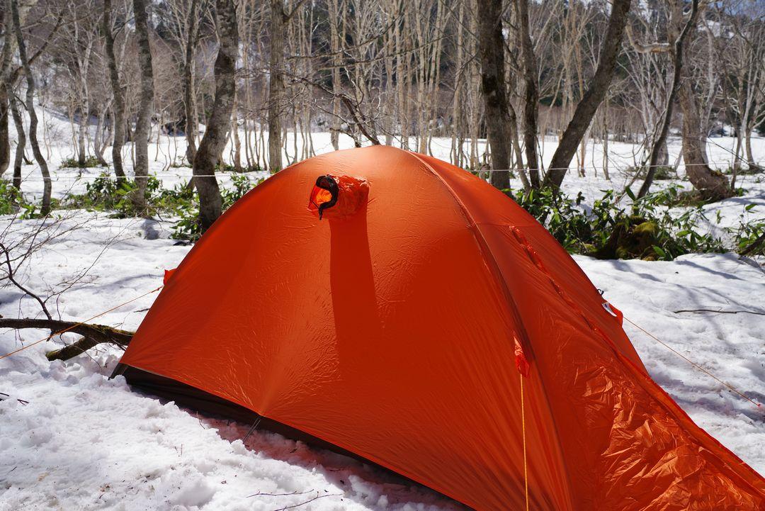 山の鼻 キャンプ指定地に設営したテント