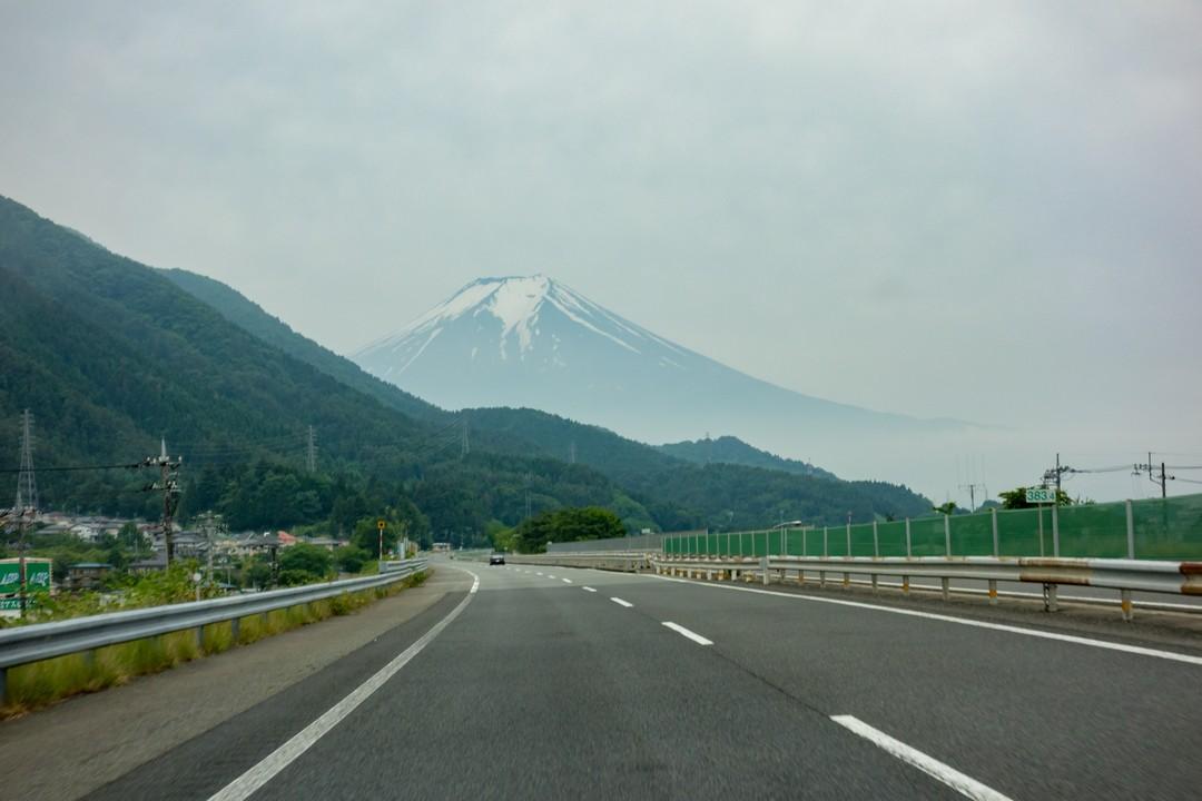 中央自動車道から見た富士山
