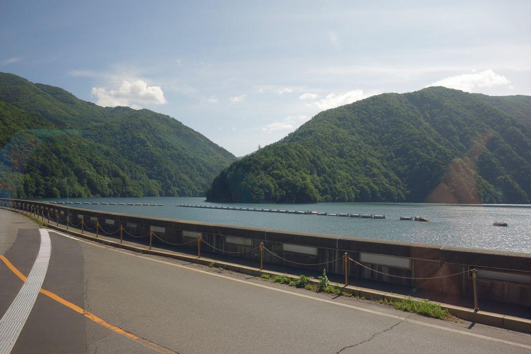 奈川渡ダムの上から見た梓湖