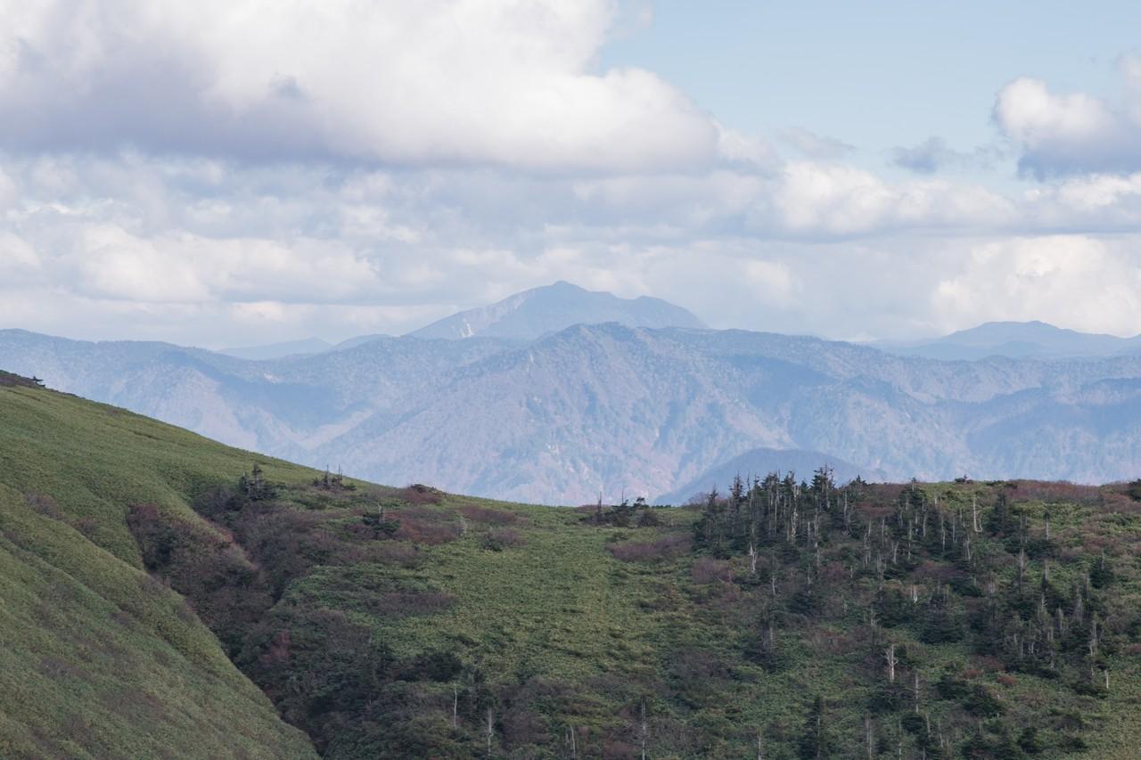 巻機山から見た燧ヶ岳
