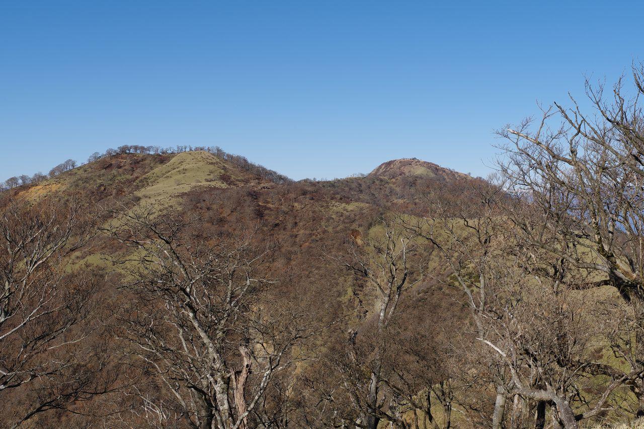 丹沢山から見た不動ノ峰と蛭ヶ岳