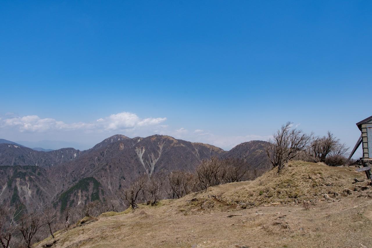 塔ノ岳山頂から見た丹沢主脈