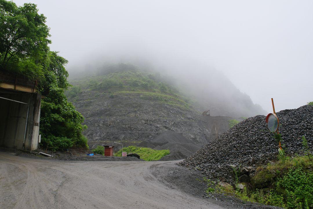 林道大岳線の採石場