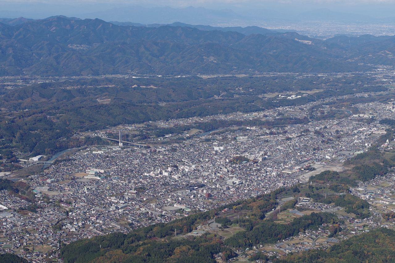 武甲山から見た西武秩父駅付近